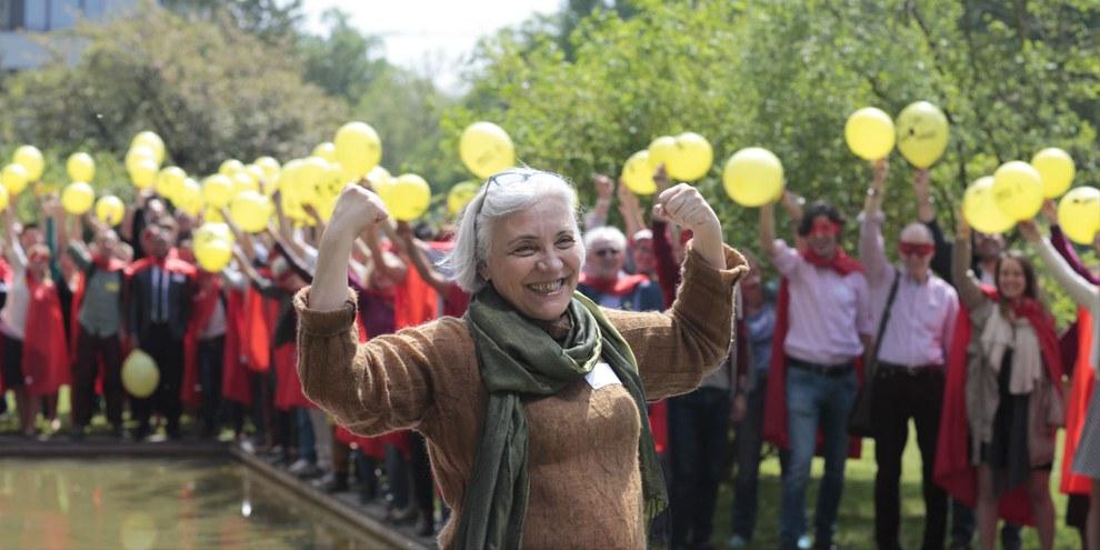 Idil Eser, die Direktorin von Amnesty Türkei, freut sich über die EMRK-Kampagne.