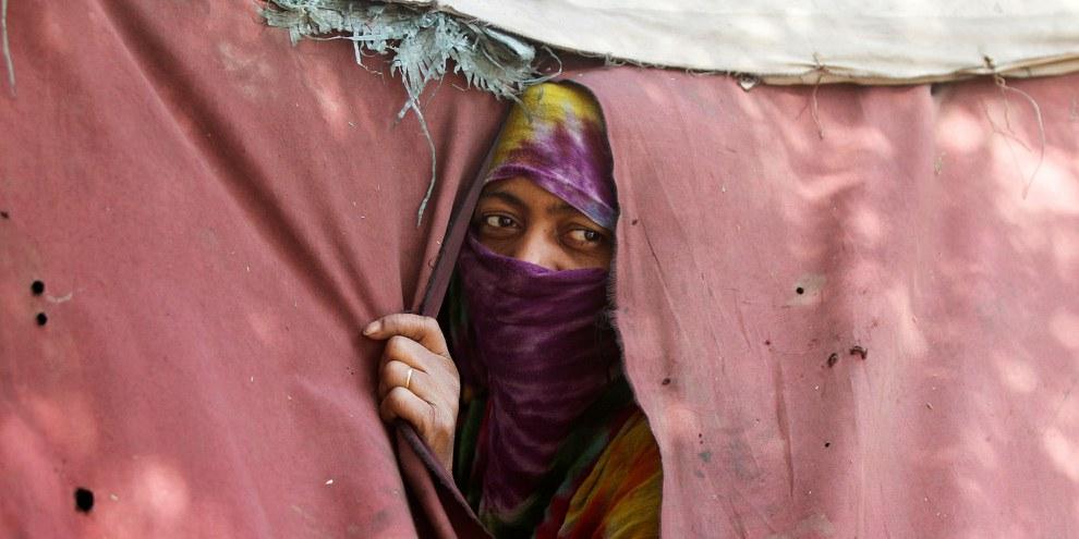 Ungewisse Zukunft: Eine Binnenvertriebene aus der jemenitischen Hafenstadt Hodeida in einem Zeltlager in Sanaa. © REUTERS / Mohamed al-Sayaghi