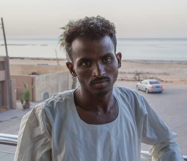 25_Der-Eritreer-Mounir-Abdallah-lebt-als-registrierter-Flüchtling-in-Tripolis-mit-seiner-Familie-auf-der-Straße.jpg
