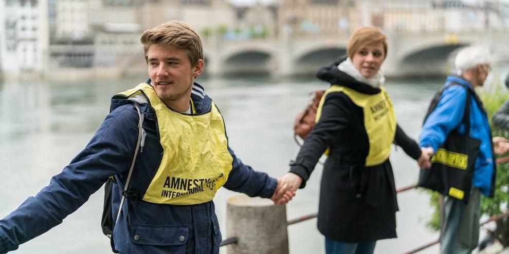 Menschenkette entlang des Rheins. © Mario Heller