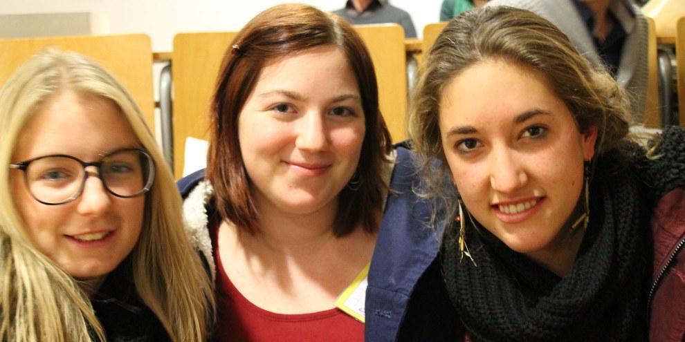 Olivia, Daphne und Sarah am «Jugend@Amnesty» in Passau (Deutschland)