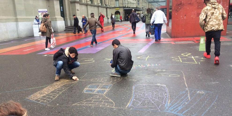 Die Jugendgruppe Bern hinterlässt ihre Botschaften in der Berner Altstadt © zvg