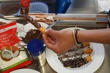Kochexperimente mit jungen Asylsuchenden im Zentrum Lilienberg