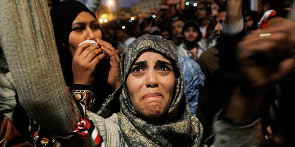 11 février 2011,  Hosni Moubarak quitte le pouvoir. Larmes de joie parmi les manifestant·e·s. © Chris Hondros/Getty Images