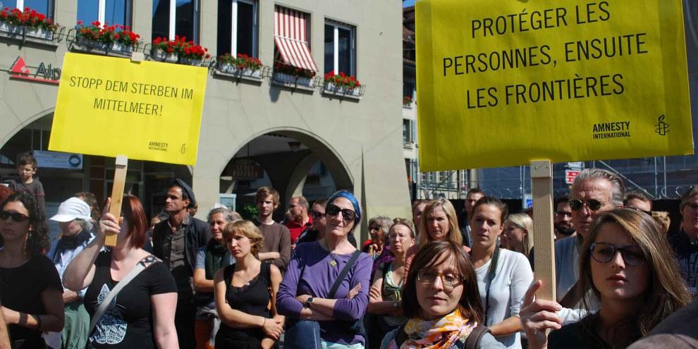 """Manifestation """"Welcome Refugees"""" à Berne, septembre 2015. © Amnesty International"""