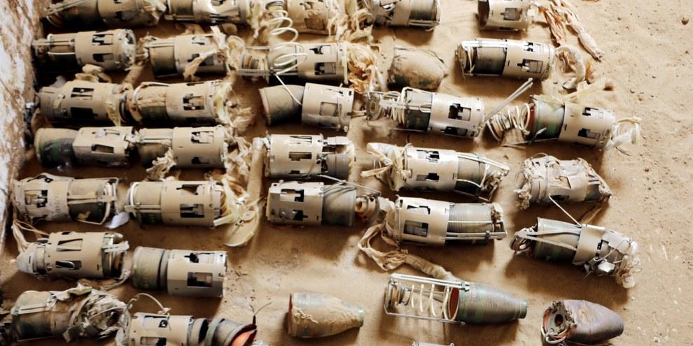 Les restes de sous-munitions d'une bombe aérienne fabriquée au Royaume-Uni, à Hajjah dans le nord du Yémen. © Amnesty International