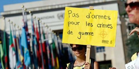Des activistes et délégué·e·s d'ONG du monde entier ont demandé, lors de la conférence du Traité sur le commerce des armes en août 2016 à Genève, une stricte application du texte.  © AI / Samuel Fromhold
