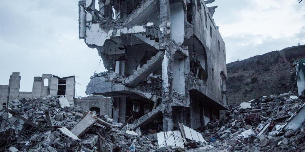 Bâtiment résidentiel détruit le 25 août 2017, lors d'un raid aérien saoudien qui a fait 16 morts et 17 blessés. © Rawan Shaif