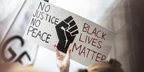 Manifestation silencieuse contre le racisme et les violences policières, le 6 juin 2020. ©Amnesty International / Jarek Godlewski