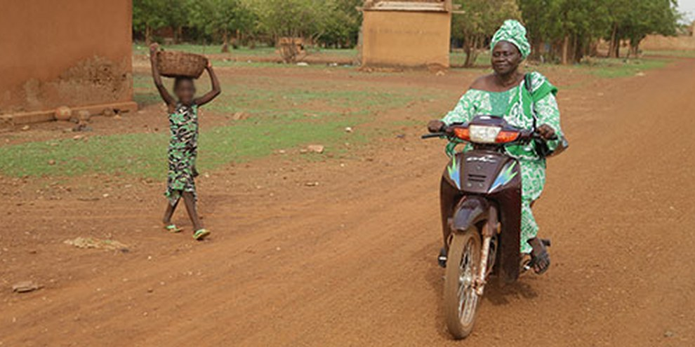 Le droit burkinabè, protège l'égalité des genres mais, dans la pratique, les mutilations génitales féminines, les mariages forcés et précoces ainsi que la violence domestique sont monnaie courante.  © Amnesty International/Nick Loomis