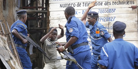 La police burundaise a eu recours à la force de manière excessive, y compris contre des enfants. © EPA/DAI KUROKAWA