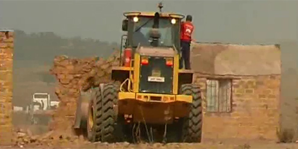 L'entreprise belge EGMF a prêté ses bulldozers pour expulser de force des centaines de personnes vivant à Kawama. © AI