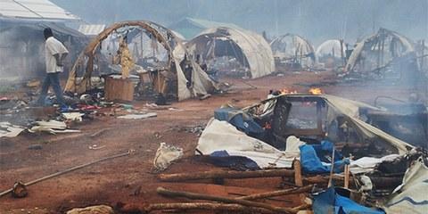 Nahibly Camp, en Côte d'Ivoire, quelques heures après sa destruction le 20 juillet 2012. © privé
