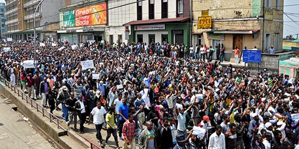Organiser des manifestations critiques à l'égard du gouvernement, comme ici à Addis Ababa en 2013, s'avère être dangereux. © AFP/Getty Images