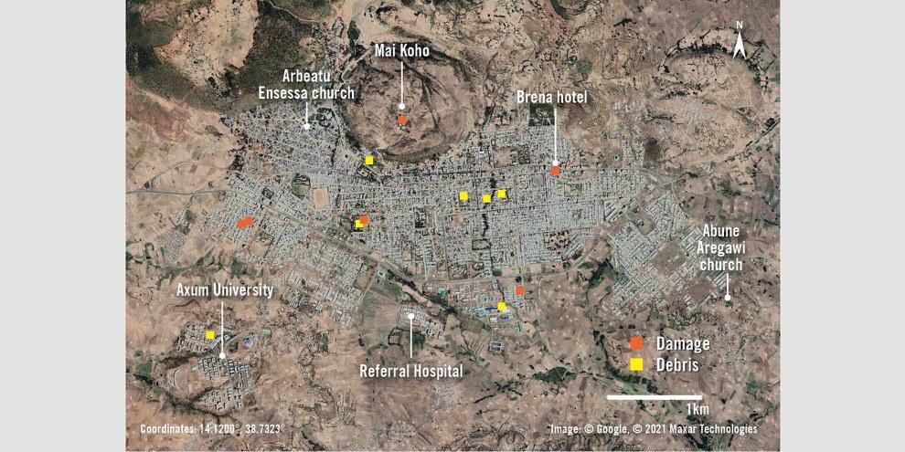Un aperçu d'Axum montre les principaux endroits de la ville. Les structures endommagées par les bombardements et les frappes aériennes sont indiquées par des marqueurs orange. Les zones comportant des débris importants, probablement dus à des pillages, sont indiquées par des marqueurs jaunes. © Google © 2021 Maxar Technologies