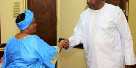 Rencontre entre le président gambien et la directrice pour la région Afrique de l'Ouest et Afrique centrale à Amnesty International. © Amnesty International