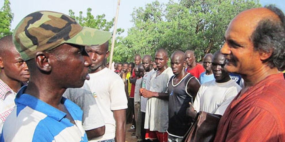 Le chercheur d'Amnesty, Gaëtan Mootoo, avait visité un camp d'entrainement militaire en 2012.  © Amnesty International