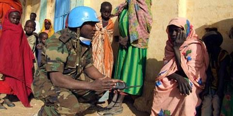Un soldat africain en mission au Soudan, 2006. © UN Photo/Shereen Zorba