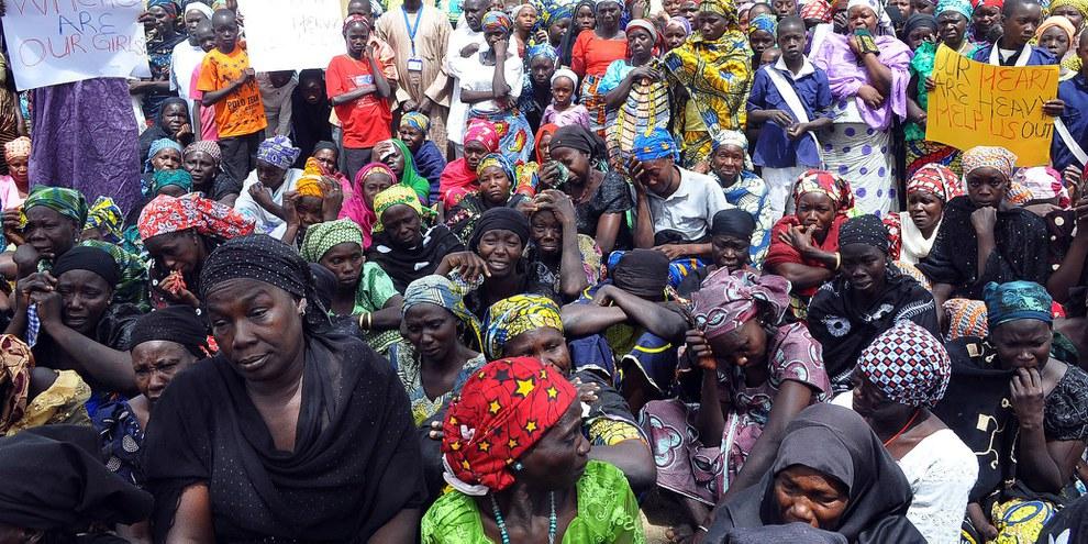 Les parents des lycéennes de Chibok enlevées par Boko Haram rassemblés pour réclamer leur libération, 14 avril 2015. © STRINGER/AFP/Getty Images