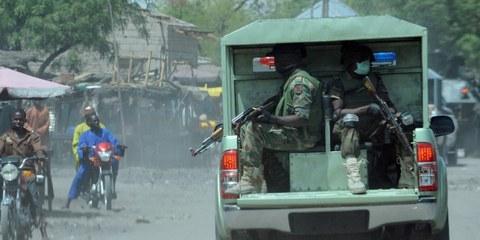L'armée nigériane a commis de nombreux homicides illégaux et tenté de les dissimuler, en enterrant les corps et en dissimulant les preuves. © PIUS UTOMI EKPEI/AFP/Getty Images