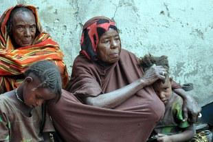 De la nourriture contre du sexe: des militaires et des miliciens violent des femmes affamées