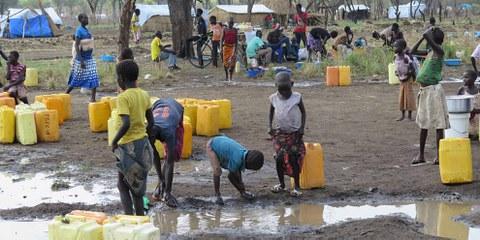 L'accès à l'eau est un problème majeur pour des milliers de réfugiés sud-soudanais accueillis par l'Ouganda. © Amnesty International