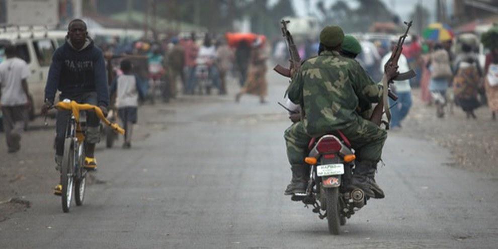 Des soldats des FARDC ont fui en Ouganda, réduisant la capacité de défense de l'armée congolaise. © Blattman