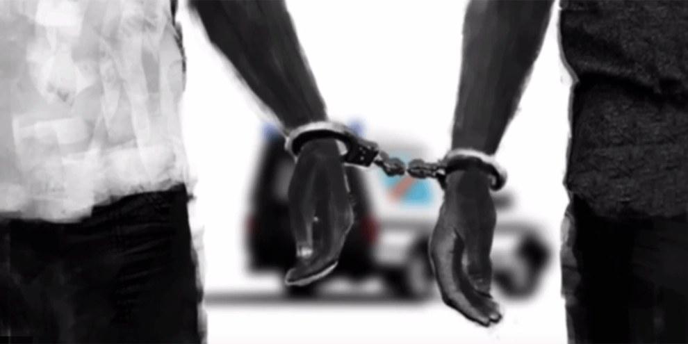 Le 15 mars 2015, Fred Bauma et Yves Makwambala ont été appréhendés par les forces de sécurité lors d'une conférence de presse pour le lancement du programme de Filimbi (sifflet en swahili), un mouvement de jeunesse. © Capture d'écran du film «Il est temps de siffler le Filimbi »