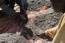 Voitures électriques: polluées par le travail des enfants?