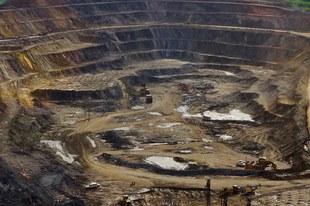 Trouver des solutions pérennes à la situation de crise dans les mines