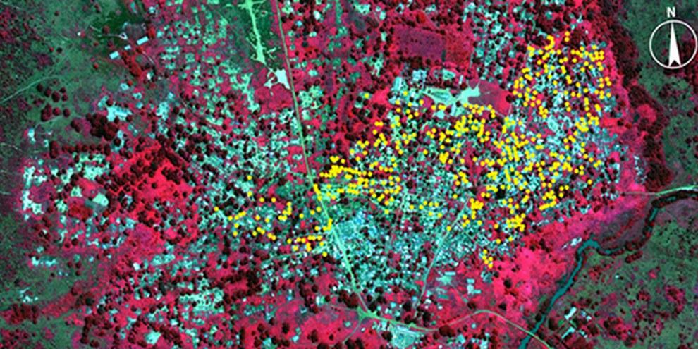 Des images satellite révèlent près de 500 habitations brûlées à Bouca, représentées par les points jaunes. © DigitalGlobe 2013.