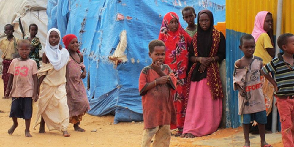 Des femmes et des mineurs vivent désormais dans le camps de Mogadiscio. © AI