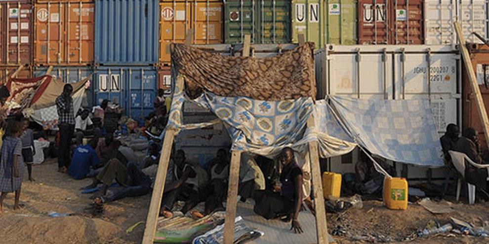 À Juba, nombreux sont celles et ceux qui cherchent refuge dans le camp mis en place par la Mission de l'ONU.   © TONY KARUMBA/AFP/Getty Images