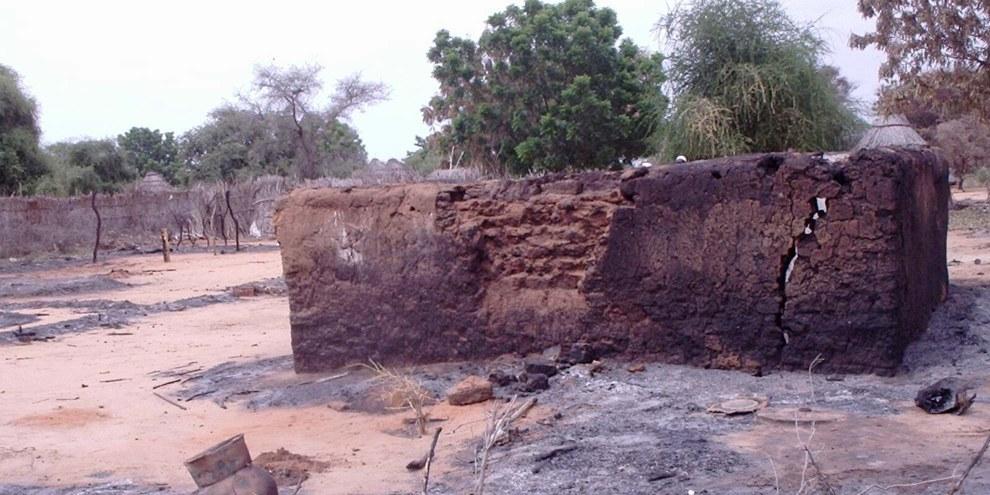 Terre brûlée, peau brûlée: Darfour - Jebel Marra, Sudan. © Private