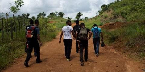 Un groupe traversant la frontière du Guatemala. © Amnesty International/Encarni Pindado