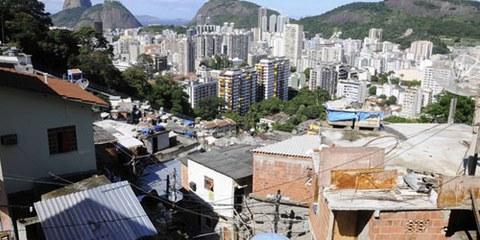 Plus de 130 000 personnes vivent dans la zone de Maré, à Rio. © Giuseppe Bizzarri/Demotix