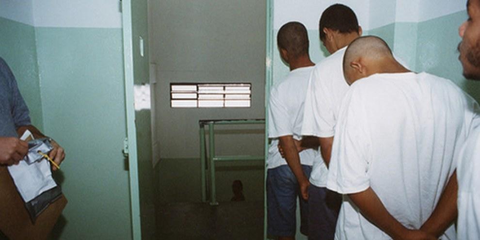 Selon le projet de loi, les jeunes âgés entre 16 et 18 ans seraient incarcérés dans les mêmes établissements que les adultes. © Marilda Campolino