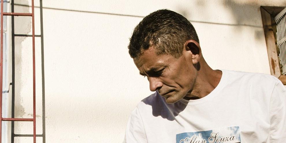 Le père de Souza Lima, autre victime de la police militaire, tué au mois de février 2015.    © AF Rodrigues/Anistia Internacional
