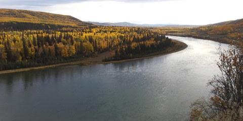 En raison d'un barrage hydro-électrique, plus de 100 km de la rivière Peace et de ses affluents seront submergés, des terres faisant partie des territoires traditionnels de communautés autochtones en Colombie-Britannique. © Amnesty International Canada