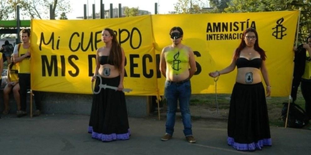 Des activistes d'Amnesty International manifestent pour le droit de choisir si et quand avoir des enfants, Santiago, Chili, 2014