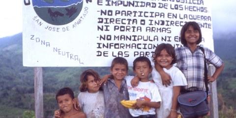 Des enfants de la communauté de paix de San José de Apartadó, Colombie. © Droits réservés