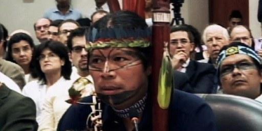 Le président Sarayaku José Gualinga parle devant la Cour interaméricain des droits de l'homme. © Cour interaméricain des droits de l'homme