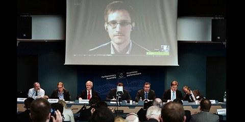 L'ancien employé de la NSA, Edward Snowden, s'est exprimé lors d'une vidéo-conférence au Conseil de l'Europe. © FREDERICK FLORIN/AFP/Getty Images