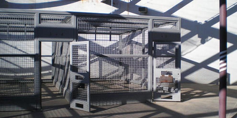 Cage de récréation dans la prison fédérale dans le Colorado. © DR