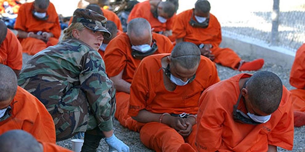Le rapport fournit des détails sur l'utilisation par la CIA de simulacres de noyade, de simulacres d'exécution et d'autres formes de torture, après le 11 septembre 2001. © US DoD