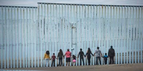 Dans certaines zones du désert de l'Arizona, le nombre de décès de migrants a doublé depuis l'élection de Trump. La plupart des demandeurs d'asile sont originaires du Salvador, du Honduras et du Guatemala, des pays gangrenés par la violence. © Hans Maximo Musielik/Amnesty International