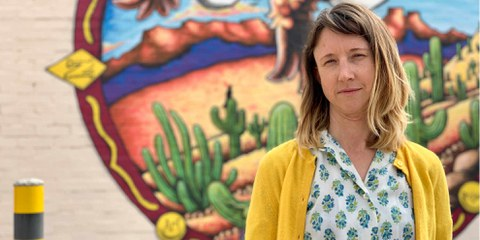 Le gouvernement Trump mène une campagne discriminatoire d'intimidation, de menaces, de harcèlement et de poursuites pénales contre les personnes qui défendent les droits humains des migrants, des réfugiés et des demandeurs d'asile à la frontière entre les États-Unis et le Mexique. Sur cette photo, la défenseuse des droits des migrants, Emily Saunders. © AI
