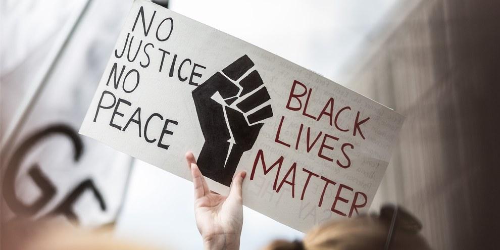 De nombreuses manifestations dans les Etats-Unis et ailleurs dans le monde ont essaimé après le meurtre de George Floyd, en mai 2020. ©Amnesty International / Jarek Godlewski