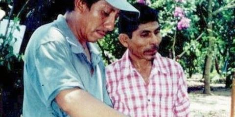 Diego Arcos donne un cours sur les herbes médicinales à une communauté du Chiapas © Privé