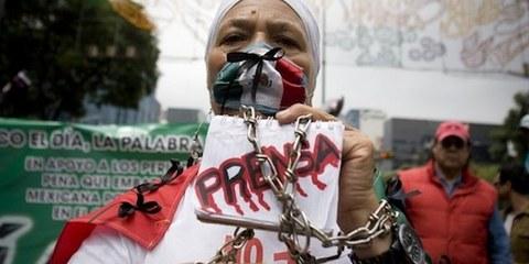 Les journalistes se font assassiné·e·s les un·e·s après les autres et justice ne leur est toujours pas rendue - ce que dénonçait cette femme journaliste en septembre 2011 au Mexique. ©  Ivan Duff Cuevas Hernandez/Demotix